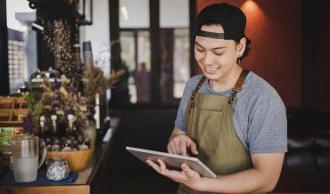 13 FEATURES TO LOOK FOR WHILE CHOOSING YOUR RESTAURANT MANAGEMENT SYSTEM